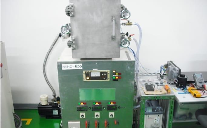 熱伝導率試験装置の写真