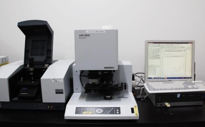 フーリエ変換赤外分光光度計の写真