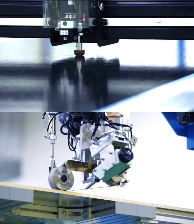 機械による成形加工の写真