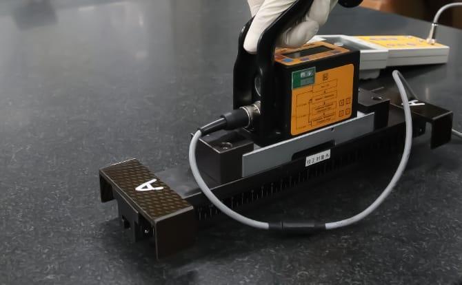 電子水準器の写真