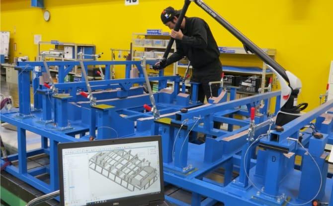 大型アーム型三次元測定機の写真