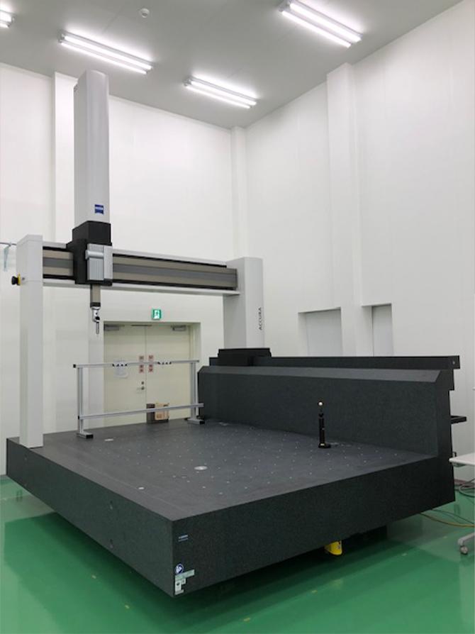 大型門型CNC三次元測定機の写真